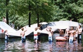 Dancers in water - moteSM